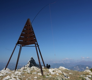 Trig point, pole and 40m antenna on Mt Vial