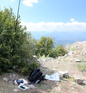 Shack on Mt Brune with KX3 and 20m ground plane